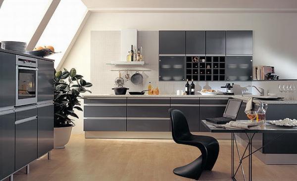 большая кухня серого цвета