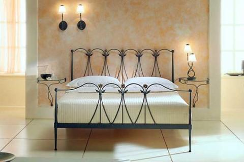 мебель для спальни с ковкой современного стиля