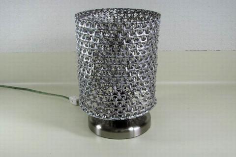 Металлическая настольная лампа