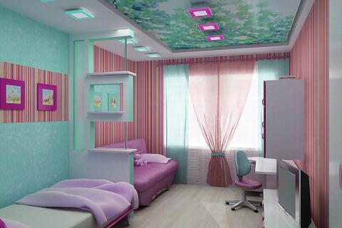 Вариант расположения кроватей вдоль стены с перегородкой