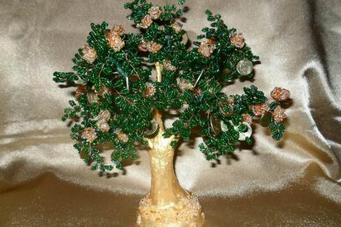 Зеленое дерево из бисера