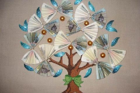 Вышитое денежное дерево с купюрами