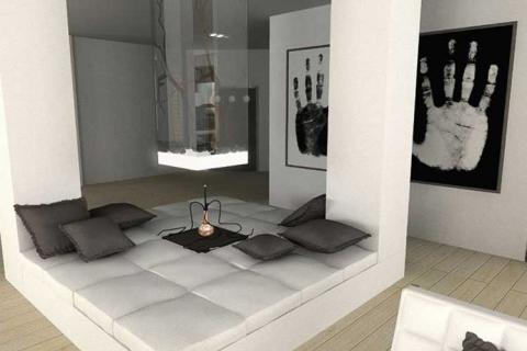 Спальня с черно белым фотопринтом