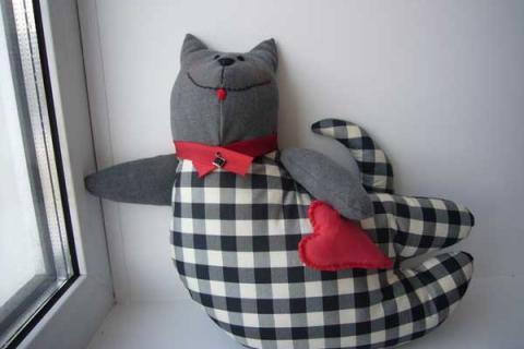 подушка кот с сердцем