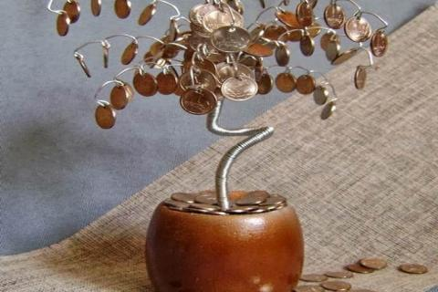 Дерево с монетами в горшочке