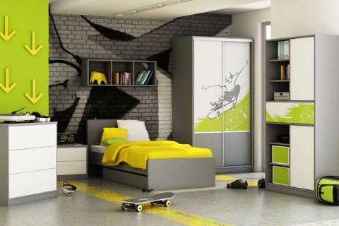 комната для подростка с яркими зелеными акцентами