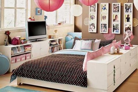 белая мебель в комнате подростка