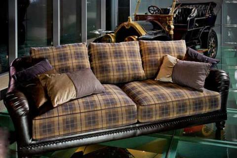 кабинетный диван в клетку