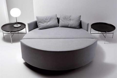 круглый диван в закрытом виде