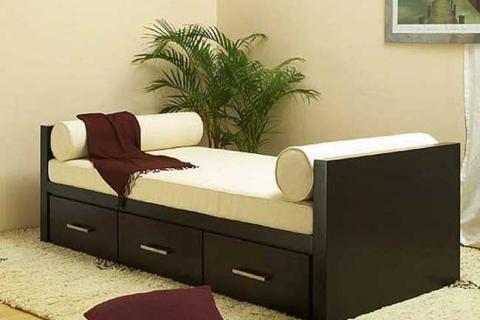 кровать с тумбочками внизу