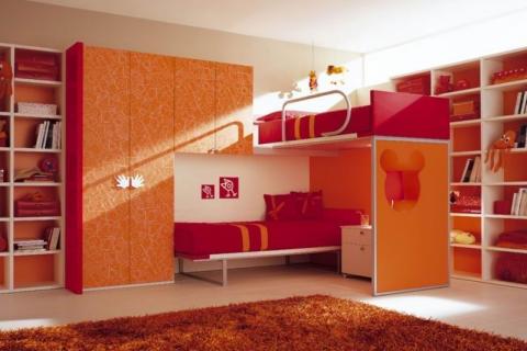 Комната для двух девочек с двухярусной кроватью