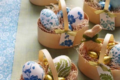 яйца с голубым и зеленым декором