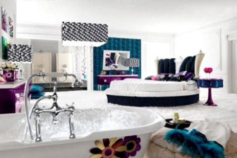 спальня с круглой кроватью и ванной