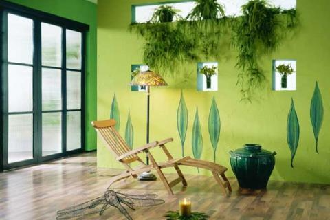 зеленая стена в сочетании с живыми растениями