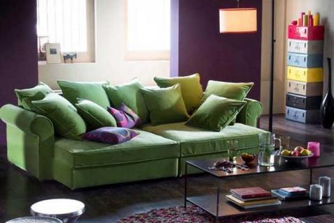 гостиная в зелено-фиолетовой гамме