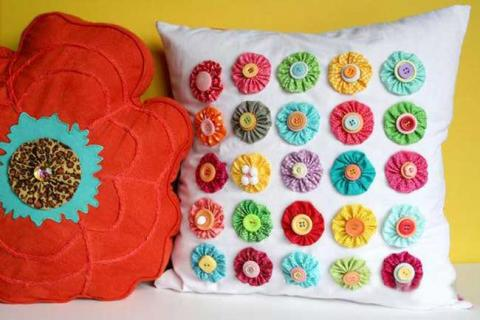 подушки с цветочным декором