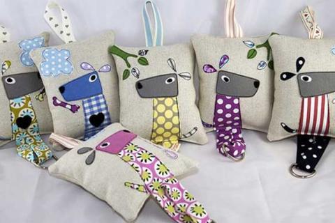 подушки с пришитыми жирафами