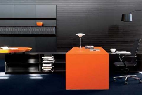черно-оранжевый рабочий кабинет