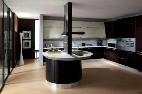 черно-белая кухня с круглым островом посередине