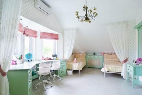 Комната для девочек в светлых тонах