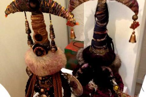 две абстрактные этнические куклы