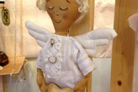 кукла ангела-мальчика с сердцем