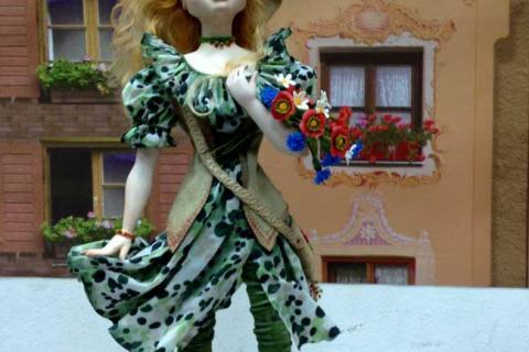 кукла девочки в платье