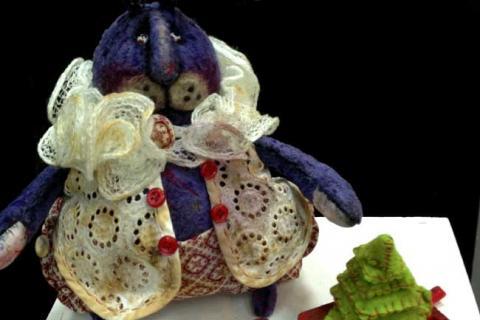 кукла голубого зайца