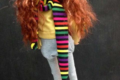 кукла девочки в шарфике