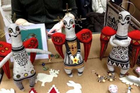 куклы трех ангелов с красными крыльями