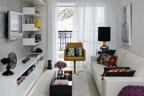 комната в квартире-хрущевке белого цвета
