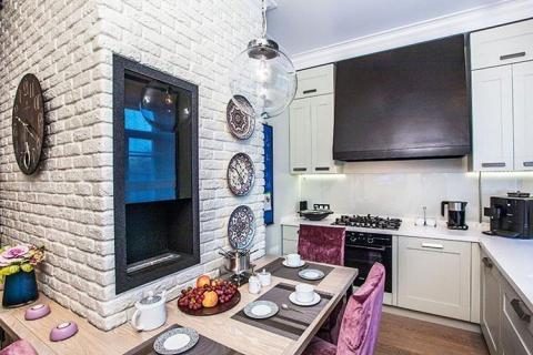 Белый кирпич на кухне