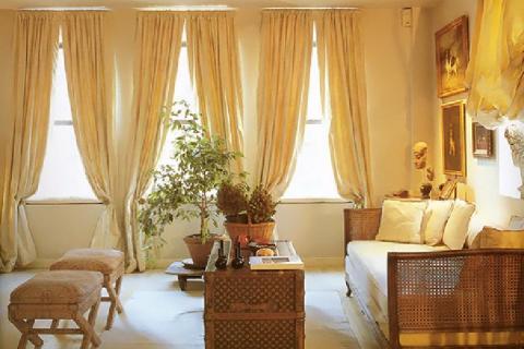 Светлая гостиная в колониальном стиле