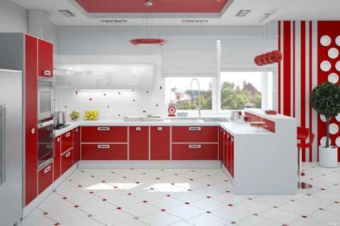 Кухня с красным фасадом
