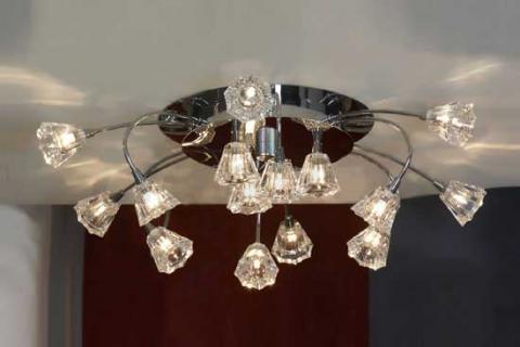 потолочная люстра в серебристом дизайне