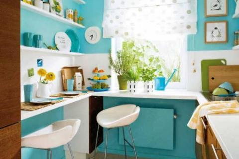 кухня с лазурными стенами