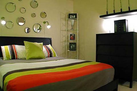 спальня украшенная зеркалами