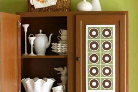 раскрашенный кухонный шкафчик
