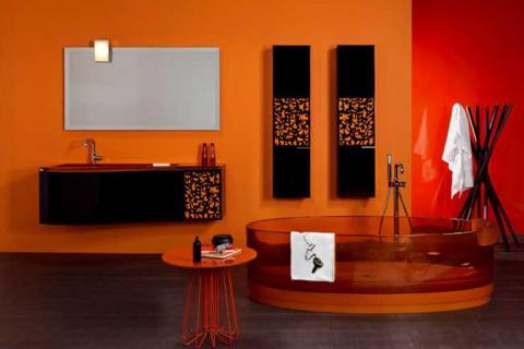 черная мебель в оранжевой ванной