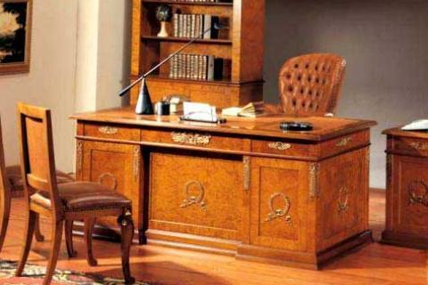 рабочий стол из карельской березы