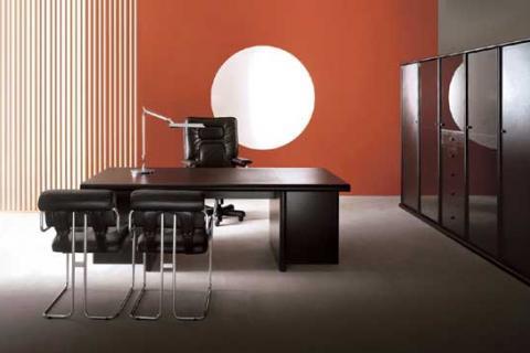 темная современная мебель для кабинета