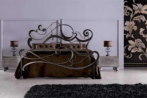 красивая кованная кровать