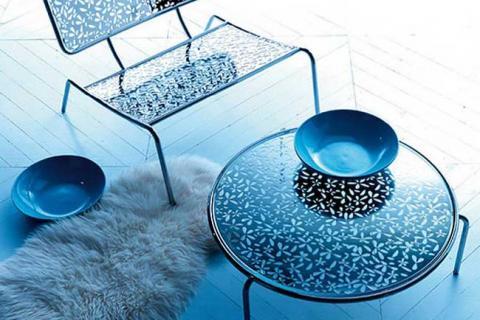 стол и стул с металлическими элементами