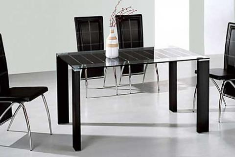 стол и кресла с металлическими частями