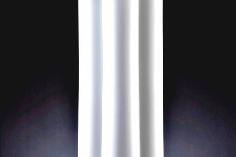 вертикальная ваза из фарфора
