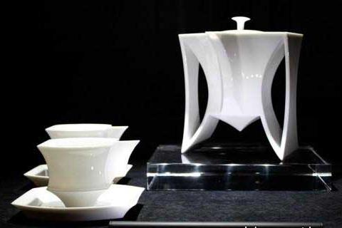 необычный кофейный сервиз из фарфора