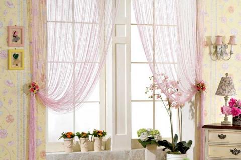 нитяные шторы на окне