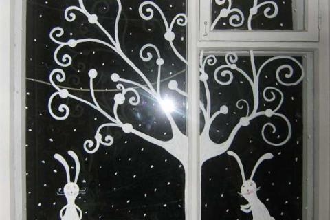 зайчики на стекле