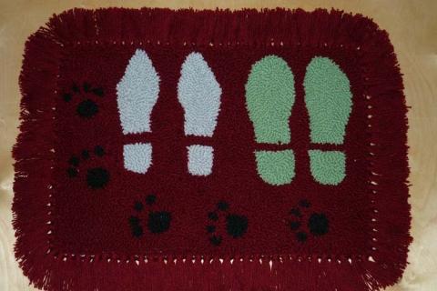 коврик для прихожей со следами ног