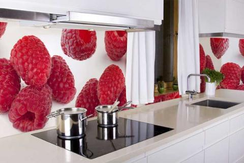 фрукты на кухонном фартуке